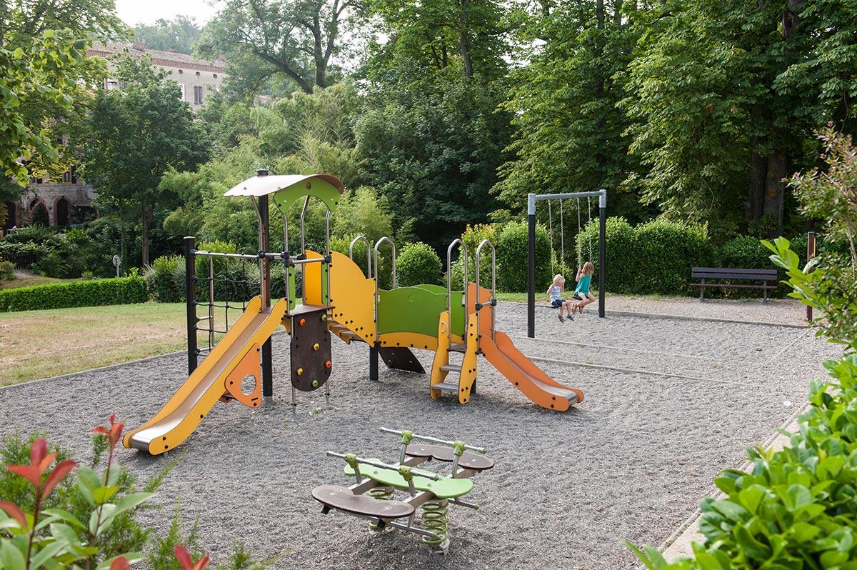 aire de jeux pour les enfants cintegabelle. Black Bedroom Furniture Sets. Home Design Ideas